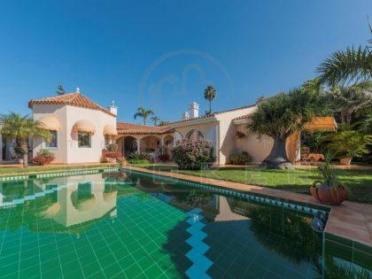 Traumhaft schöne Luxusvilla mit Panoramablick auf die Berge, den Teide und das Meer mit beheiztem Pool und Doppelgarage