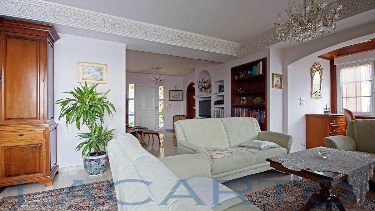 Räumiges Wohnzimmer mit Edelmöbel. Chalet in El Pris, Tacoronte mit Meer- und Teideblick