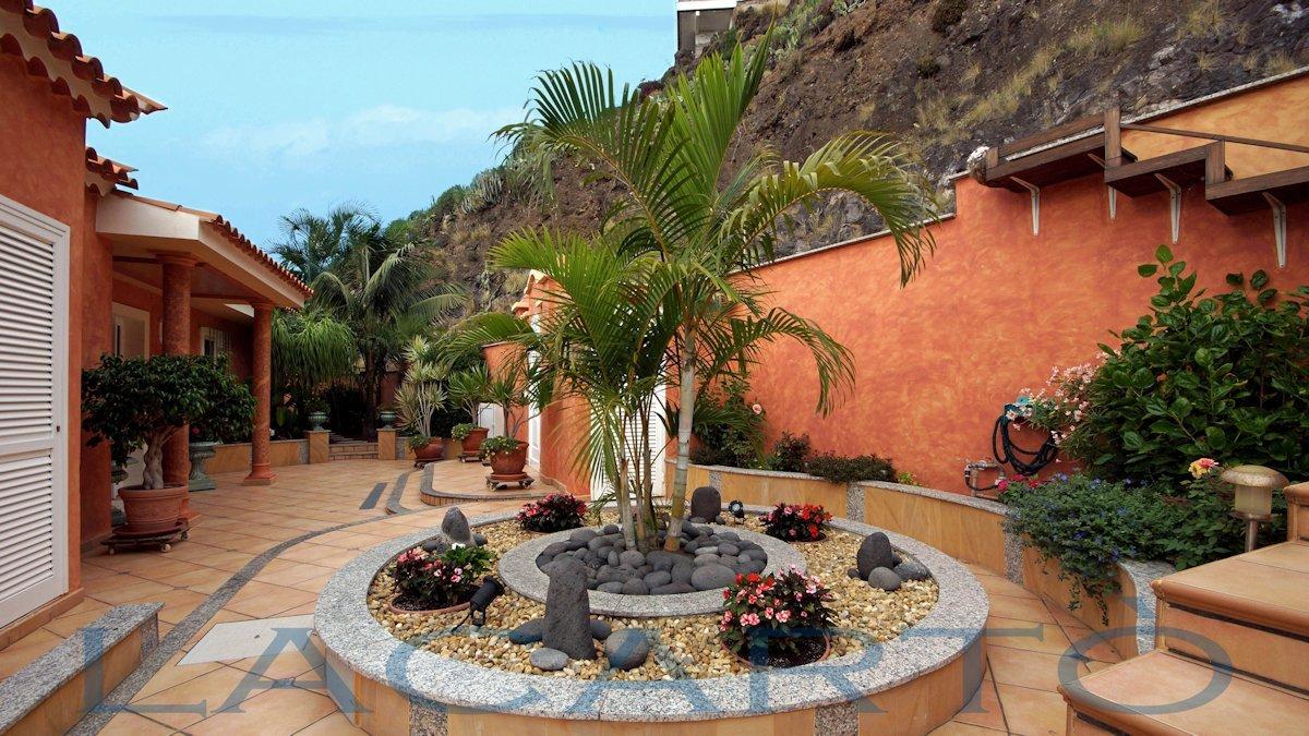 Stilvoller Eingang des Chalet in El Pris, Tacoronte mit Meer- und Teideblick