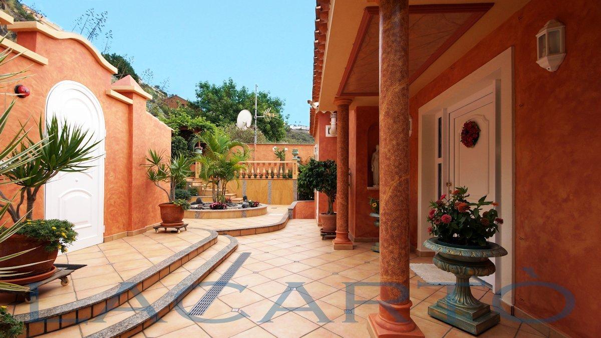Stilvoller Eingangsbereich. Chalet in El Pris, Tacoronte mit Meer- und Teideblick
