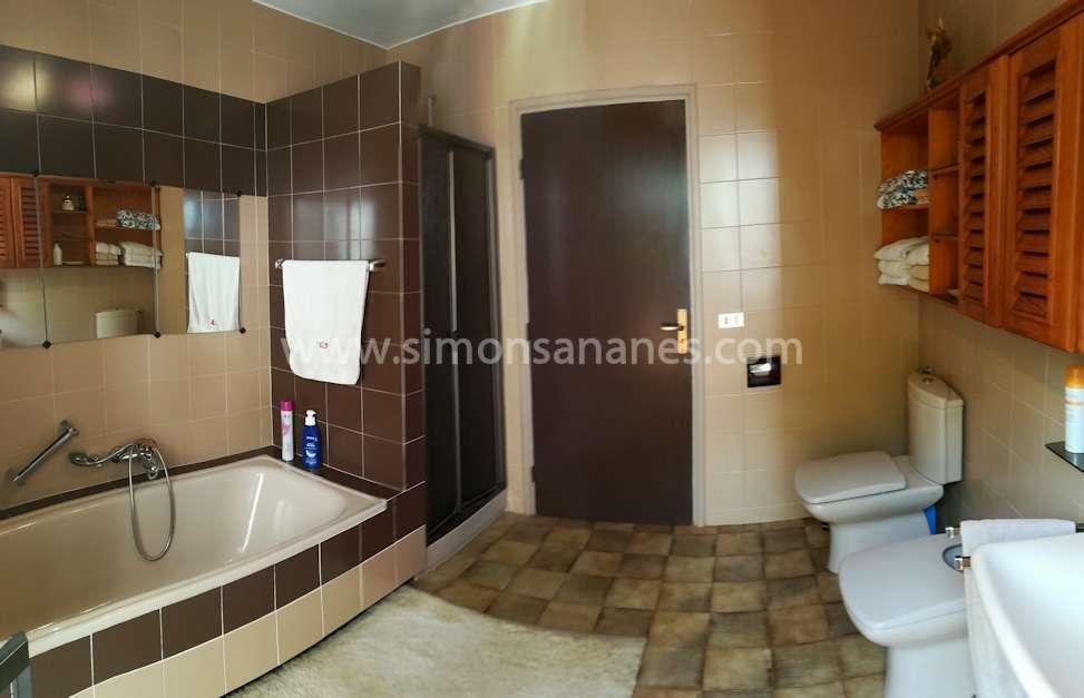 Badezimmer mit Dusche. Chalet Jardin del Sol