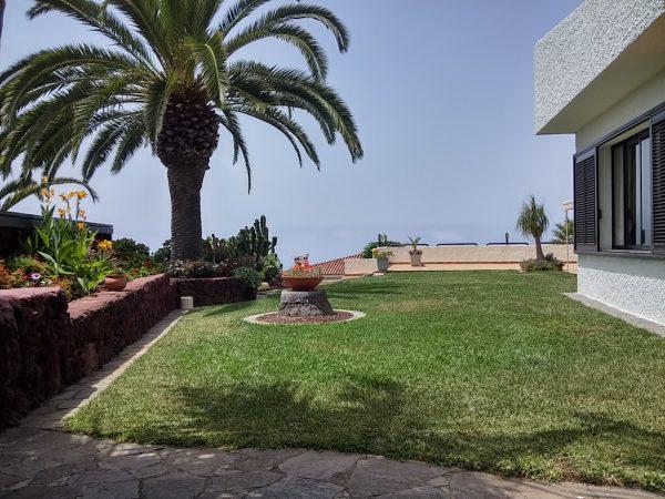 VERKAUFT – Schönes Chalet in stilvollem Garten mit Pool in Jardin del Sol