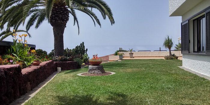 Schönes Chalet in stilvollem Garten mit Pool in Jardin del Sol