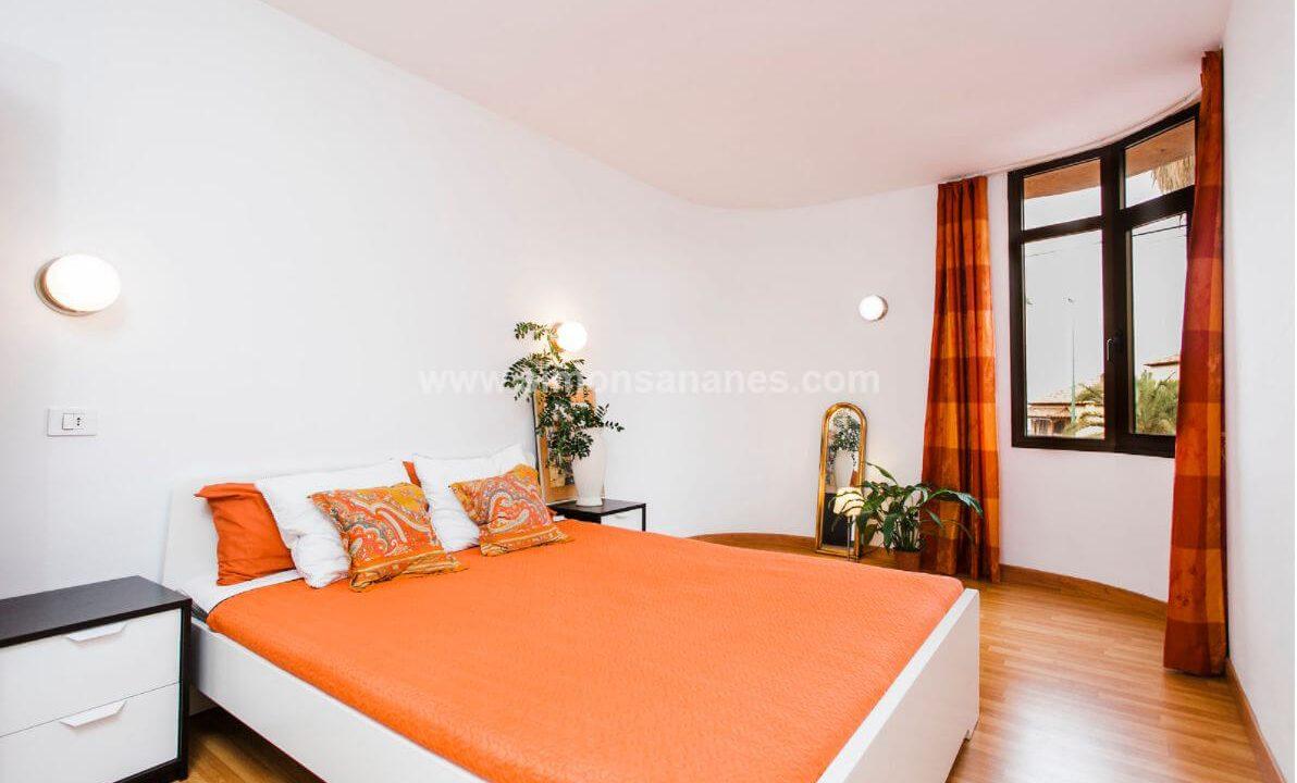 2-Schlafzimmer-Wohnung-Puerto-de-la-Cruz.-Hauptschlafzimmer-Fenster