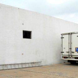 Ansicht Lagerhaus und Parkplätze