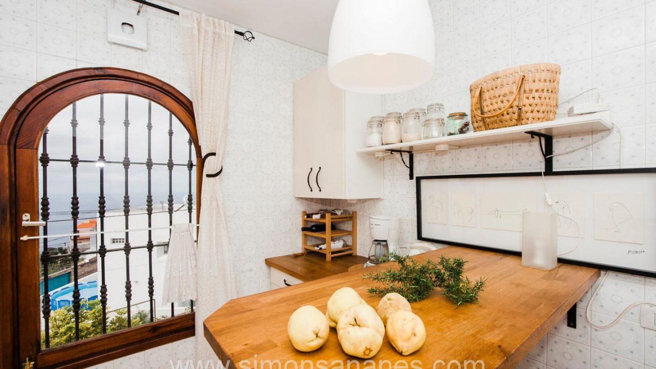 Kücke mit Tisch 3. Haus El Sauzal mit Blick Teide + Atlantilk