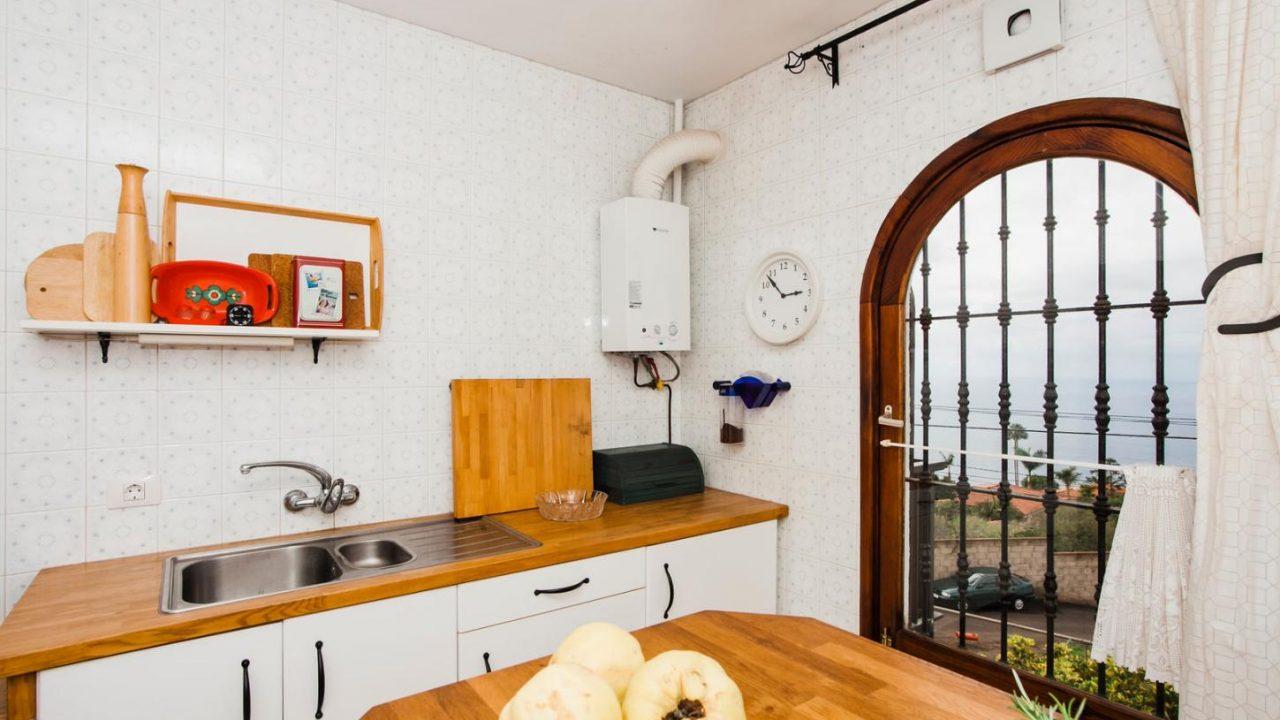 Kücke mit Tisch 4. Haus El Sauzal mit Blick Teide + Atlantilk