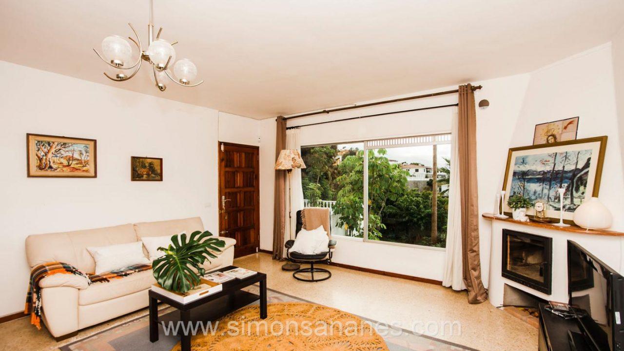 Wohnzimmer mit Fensterblick. Haus El Sauzal mit Blick Teide + Atlantilk