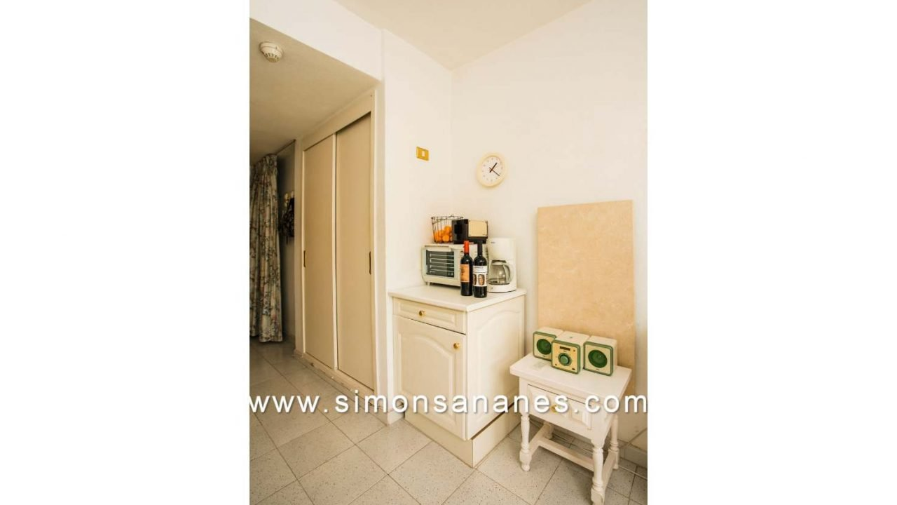 Einbauschrank Eingang. Studio Apartment La Paz Interpalace
