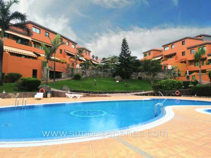 Hochwertige 2-SZ Wohnung in exklusiver Anlage mit Pool, Garten und Garage.